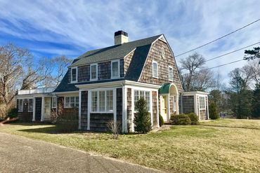 Photo of 76 Skiff Avenue Vineyard Haven, MA 02568