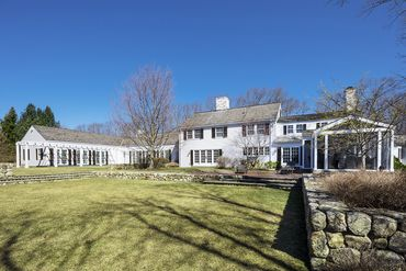 Photo of 265 Country Drive Weston, MA 02493