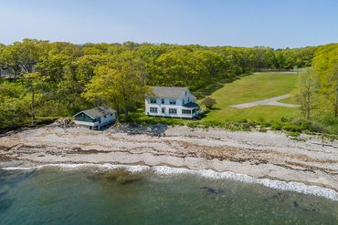 Photo of 37 Elephant Rock Rd Cape Elizabeth, ME 06798