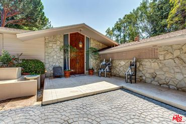 Photo of 916 Foothill Rd Beverly Hills, CA 90210