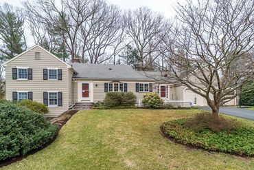 Photo of 54 Radcliffe Road Wellesley, MA 02482