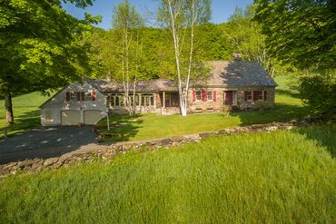 Woodstock / Upper Valley Featured Home For Sale 6