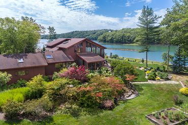 Photo of 48 Sunny Acres Ln Boothbay, ME 04537