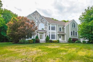Photo of 7 Yorkshire Road Windham, NH 03087